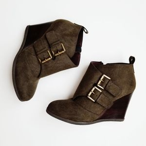Restricted Winkie wedge ankle bootie size 8.5